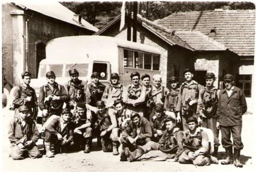 Banyamento-gyakorlat-resztvevoi-a-Beniczky-aknan-1955
