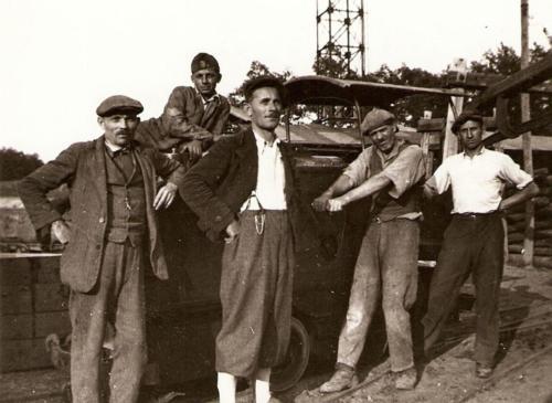 Diesel-mozdony-a-Beniczky-aknan-1940-es-evek