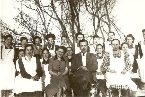 Dr.-Somfai-istvan-voroskeresztes-tanfolyamanak-resztvevo-Bekolcen-kb.-1948-49