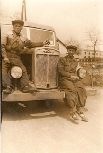 Oszver-nek-nevezett-autobusz-Leitner-Bela-soffor-es-Kovacs-Jozsef1952-1