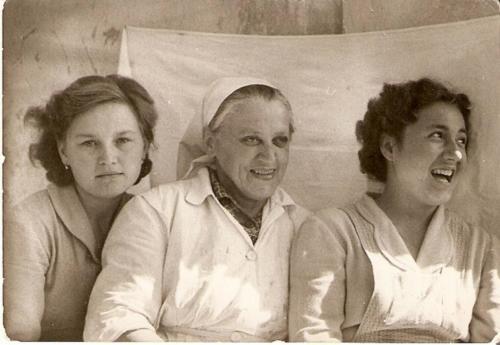 Zubo-Maria-dadus-Pacza-neni-konyhas-Vizaknai-Ilona-Fenyvesvolgyi-Jozsefne-dadus-1958